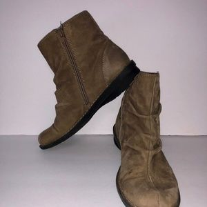 Clarks Boots Womens Sz 7 Flat Ruched Ankle Bootie